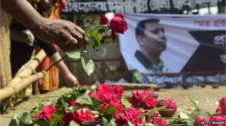 Picture 4_People paying tribute to Avijit